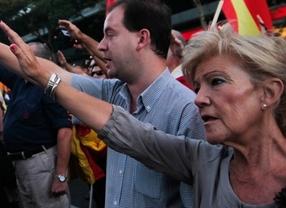 La policía sí dejó a Falange protestar ante la sede del PP