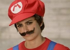 Penélope Cruz se deja crecer el bigote del fontanero más famoso
