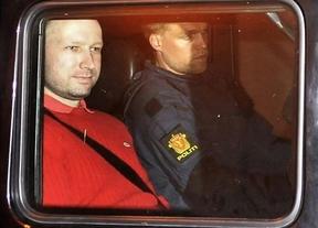Noruega quiere impedir que el asesino Breivik se libre por 'loco'