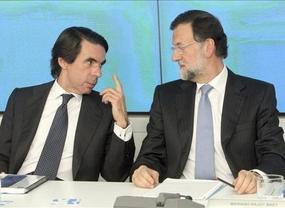 Aznar anuncia una querella contra el diario El País por el 'caso Bárcenas'