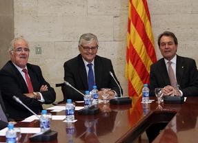 Artur Mas (d), el fiscal general del Estado, Torres-Dulce (c) y el fiscal superior de Cataluña, José María Romero de Tejada (i) (EFE)