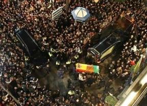 Explosión de dolor de miles de algecireños al despedir para siempre a 'su' inmortal genio Paco de Lucía