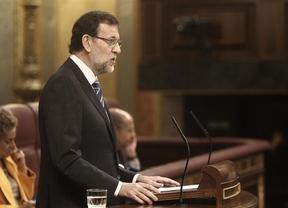 Rajoy provoca risas en el Congreso al empezar su intervención saludando al