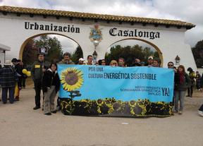 Cientos de personas marchan contra el cementerio nuclear en Villar de Cañas