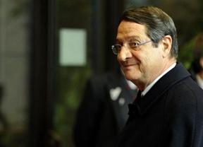 Escándalo en Chipre: la familia del presidente sacó antes su dinero