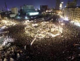 Mubarak se queda en Egipto, pero delega poderes al vicepresidente Suleimán