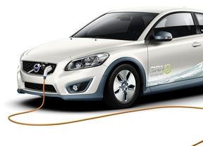 Para rentabilizar un coche eléctrico hay que recorrer 20.000 kilómetros al año, según Acierto.com