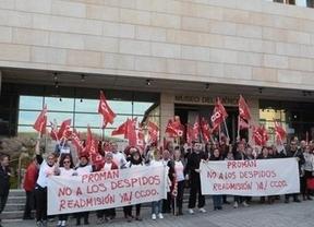 Los conserjes del Museo del Ejército de Toledo se concentran para denunciar despidos