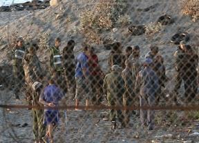 Interior busca una manera de agilizar la devolución de los inmigrantes que entran a Ceuta y Melilla