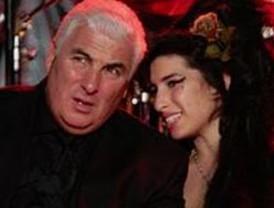 Padre de Amy Winehouse publicará libro sobre su hija