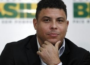 Ronaldo comprará la edición brasileña de Playboy para evitar su cierre