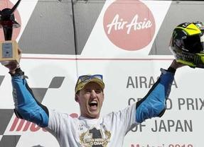 Espargaró se corona en Moto 2, mientras Lorenzo logra aplazar el desenlace en MotoGP