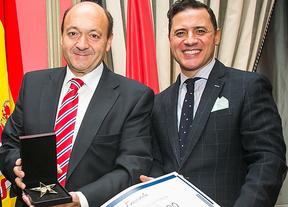 Constantino Mediavilla recibió la Estrella de Oro en reconocimiento a su excelencia profesional