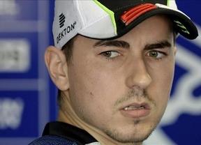 Lorenzo aprovecha la descalificación de Márquez y anima el último tramo del Mundial de MotoGP