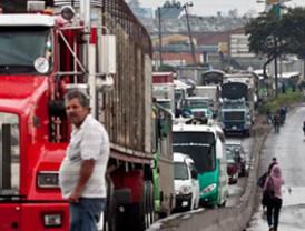 Ecuador denuncia ataque a camioneros en Colombia