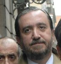 El hombre que metió en la cárcel a Jesús Gil cuelga la toga