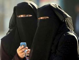 La burocràcia municipal evita a l'Ajuntament la incomoditat de prohibir el burca i el niqab