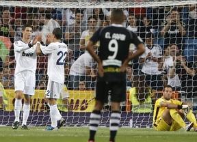 Ronaldo recupera la puntería y con su doblete tira del Madrid ante el Granada (3-0)