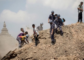Rescatan a cerca de 400 personas de la 'zona cero' del terremoto