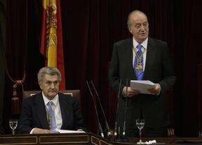 El Rey se despide de los parlamentarios rememorando el consenso de las Cortes Constituyentes
