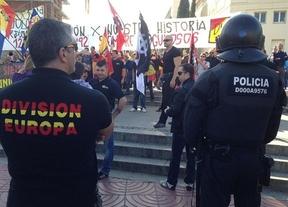 Un centenar de ultras se manifiesta en Barcelona al grito de