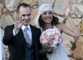 Iniesta cierra una temporada de oro con su boda con Anna Ortiz