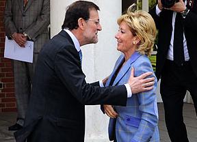 Rajoy echa un capote a Aguirre y la 'lideresa' le responde con una puñalada