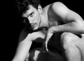 Teatro al desnudo: la compañía Fierabrás sigue la gira de 'Eva ha muerto' con el actor protagonista y los espectadores sin ropa