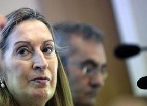 Pastor, 'al estilo Rajoy', carga contra Podemos sin citarlo:
