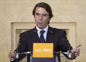 Aznar insta a Rajoy a reformar el modelo autonómico para frenar las