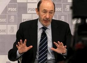 Rubalcaba no sabe cómo salir del órdago de los socialistas catalanes
