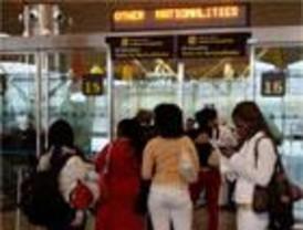 30 turistas brasileños rechazados en Barajas