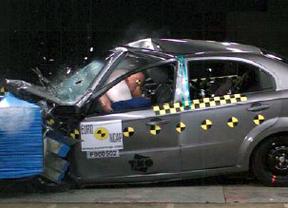 La probabilidad de sobrevivir a un accidente en un coche actual duplica a la de uno de hace 12 años