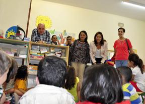 Rosa Romero anuncia becas de comedor y ayudas para material escolar y libros