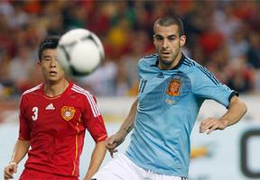 Un jugadón de Iniesta casi al final rematado por Silva rompe la 'Gran Muralla' China (1-0)