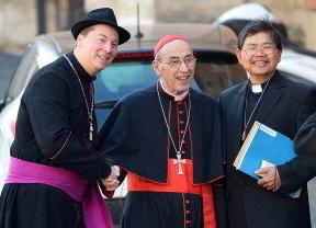 El obispo polizonte: un falso cardenal se 'cuela' en la reunión previa a la elección del Papa