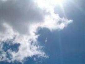 Cielos muy nubosos con precipitaciones débiles principalmente en la sierra
