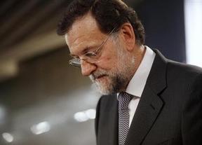 Rajoy afronta la semana más importante para el futuro de España entre palmaditas y duras críticas