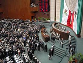 Debaten diputados federales viabilidad de Constitución
