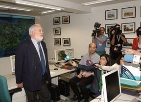 Arias Cañete recoge el premio a la transparencia informativa 2013 'El Nuevo Lunes'