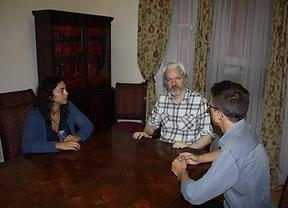 Podemos promete a Assange 'todos sus recursos' en el Parlamento Europeo para defenderle