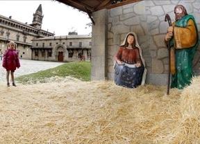 Aparece en un cajero el niño Jesús que robaron en el belén de Santiago de Compostela