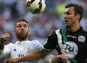El Madrid sigue espeso y con dudas, pero saca adelante el partido ante un Córdoba muy valiente que no se arrugó (2-0)
