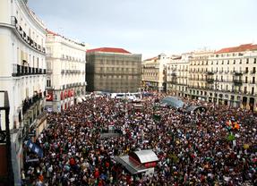 Nueva polémica electoral: el 15-M convoca una concentración en Sol programada para la jornada de reflexión