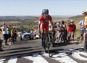 Nairo Quintana abandona la Vuelta tras una segunda caída que podría haberle roto la clavícula