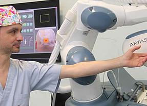 IMEMA presenta el trasplante capilar robotizado que junto a su equipo de cirujanos se convierte en la mejor opción frente a la calvicie