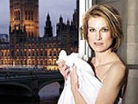 La 'Carla Bruni' británica se desnuda ante el Parlamento