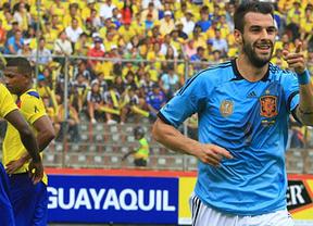 El azul le va bien a una 'Roja' rejuvenecida con savia sub'21 que apuntilla fácil a Ecuador (0-2)