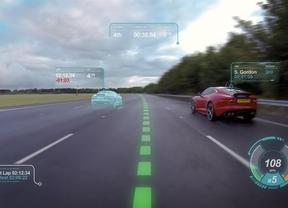 Jaguar transforma la luna delantera en una pantalla que aporta información al conductor