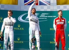 La vida y la F1 siguen igual: el campeón Hamilton gana en Australia y Mercedes, con Rosberg segundo, hace doblete